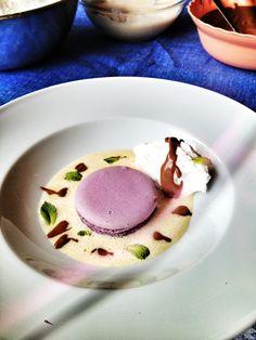 Violet flavoured macaroon by Anda Calinici, vanilla sauce, chocolate sauce