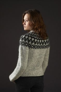Pattern - HÉLA - Icelandic knitted cardigan in Álafoss Lopi - FREE in english Fair Isle Knitting Patterns, Knit Patterns, Ropa Free People, Icelandic Sweaters, How To Purl Knit, Pulls, Free Knitting, Free Pattern, Knit Crochet