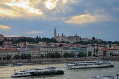 Must-see places in Budapest in an evening (Part 1) – Eat, Click, Travel and Repeat! Budapest, Repeat, Places To See, Paths, Paris Skyline, Challenges, Travel, Viajes, Destinations