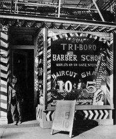 Berenice Abbott-Changing New York Barber School, 264 Bowery, Manhattan, October 1935 Berenice Abbott, Vintage Photographs, Vintage Photos, Vintage Signs, Barber School, New York Pictures, Shops, New York Public Library, Boro