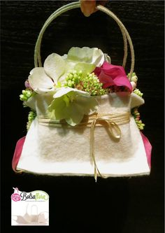 A stylish and refreshing alternative to the original bridal bouquet Created with Bolsa Flora III www.bolsaflora.com
