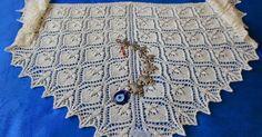 Ravelry: Project Gallery for Xale Vera Moehleke pattern by Marta Loureiro Lace Knitting, Knitting Patterns Free, Free Pattern, Scarf Patterns, Piercings, Wedding Shawl, Bride Flowers, Moda Emo, Knitted Shawls
