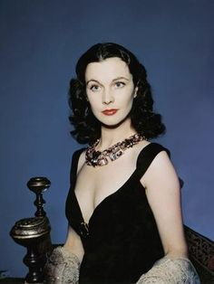 A rare color photo of Vivien Leigh showing her famous beguiling beauty. Love Vintage, Vintage Glamour, Vintage Beauty, British Actresses, Hollywood Actresses, Actors & Actresses, Hollywood Icons, Hollywood Celebrities, Jean Simmons