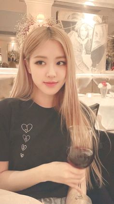 I want to see them drunk. Jennie Lisa, Blackpink Lisa, Yg Entertainment, Young Park, Blackpink Members, Rose Park, Park Chaeyoung, Kpop Fashion, Korean Girl Groups