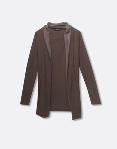 http://www.pullandbear.com/es/es/hombre/jerseys-y-chaquetas/chaqueta-capucha-color-contraste-c29067p100198529.html