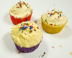 Skinny Funfetti Cupcakes. Only 50 calories each! #cupcakes #dessert #easy