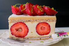 White chocolate Fraisier White Chocolate, Strawberry, Keto, Fruit, Desserts, Food, Cakes, Meal, The Fruit