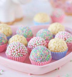 Feliz doce dia do confeiteiro ? Feliz doce dia do confeiteiro ? Cake Pops, Kreative Desserts, Slow Cooker Desserts, Cute Desserts, Ice Cream Party, Candy Party, Party Treats, Unicorn Birthday Parties, Birthday Desserts