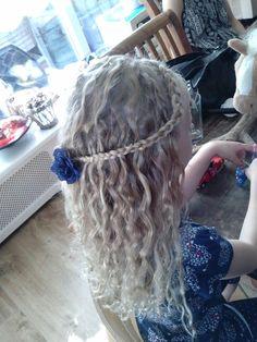 Krullen met een haarband vlecht!