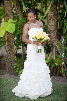 yellow wedding bouquet | VIA #WEDDINGPINS.NET