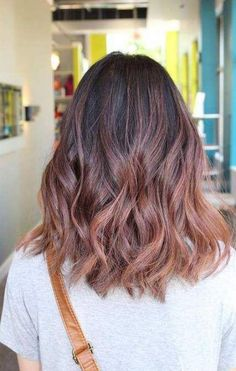 Balayage is an alternative technique to traditional salon highlighting with foils. Your colorist can literally paint highlights precisely where the sun would actually hit your hair. Rose gold balayage is the love chil. Hair Color Balayage, Balayage Highlights, Ombre Hair, Blue Highlights, Blonde Ombre, Blonde Pink, Brunette Highlights, Balayage Brunette, Hair Dye