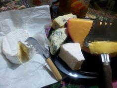 Meus queijos do café da manhã rsrs dizem que são gordurosos, nem ligo!!! Amo queijos!!