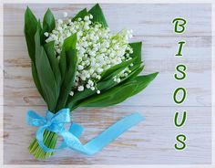 1 Er Mai Muguet, Holiday Cards, Christmas Cards, 1. Mai, Happy Friendship Day, Lily Of The Valley, White Flowers, Flower Arrangements, Stampin Up