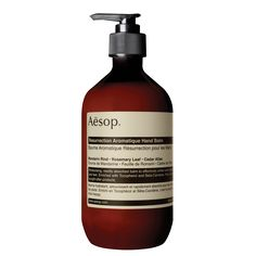 Aesop is an Australian beauty brand founded in 1987 in Melbourne. They make exquisite products with a strong visual aesthetic, their shops are located all over the world and are worthing a visit for their design and their incredible costumer care. Did I mention they are vegan?? #vegan #beauty #crueltyfree #aesop #design