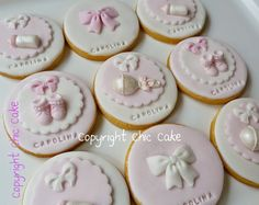 Hearts initial cookies in pink and white with sugar blossoms detail for a christening Fondant Cookies, Fondant Toppers, Royal Icing Cookies, Cupcake Cookies, Sugar Cookies, Cookies For Kids, Baby Cookies, Baby Shower Cupcakes, Shower Cakes