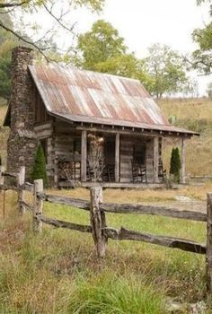 This is a 477 sq., tiny log cabin in Green Mountain, North Carolina on a that's for sale. Tiny Log Cabins, Old Cabins, Small Log Cabin, Little Cabin, Log Cabin Homes, Cabins And Cottages, Cabins In The Woods, Small Cabins, Log Cabins For Sale