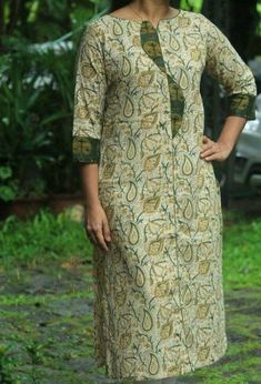 22  Ideas Skirt Style Ankara #skirt Plain Kurti Designs, Salwar Neck Designs, Simple Kurti Designs, Kurta Neck Design, Neckline Designs, Dress Neck Designs, Kurta Designs Women, Designs For Dresses, Churidhar Designs