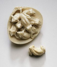 virtual-artifacts:  Japan Frogs in Clamshell, late 19th century Netsuke, Ivory with sumi