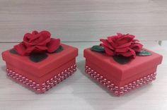 Essas caixinhas baphônicas foram o centro de mesa da festa da minha Chapeuzinho Vermelho!!! #CentroDeMesaChapeuzinhoVermelho #Lembrancinhas #Caixinhasdecoradas #VouPerolarOmundo