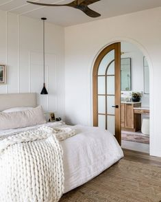 Neutral Bedroom Decor, Neutral Bedrooms, Coastal Bedrooms, Bedroom Inspo, Home Bedroom, Master Bedroom, Neutral Bedding, Dream Bedroom, Master Suite