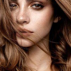 Best Ideas For Makeup Tutorials : freckled beauty glowing skin clean makeup bushy brows bold lip los angeles makeu… - Make Up Smokey Eye Makeup, Eyebrow Makeup, Makeup Eyeshadow, Hair Makeup, Makeup Eyebrows, Bushy Eyebrows, Eye Brows, Bold Brows, Smoky Eye