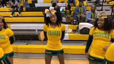 Cheer Dance Routines, Cheer Moves, Cheer Workouts, Cheer Practice, Cheer Stunts, Cheerleading Chants, Funny Dancing Gif, Black Cheerleaders, Dance Music Videos