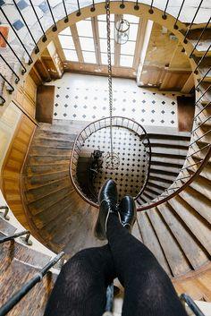 escalier galerie vivienne blog je ne sais pas choisir Galerie Vivienne, Paris Images, Heaven On Earth, Beautiful Pictures, Photos, Artsy, Stairs, Home Appliances, Interiors