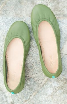 Neutral enough for everyday wear, yet striking enough to be the statement piece of any outfit, Olive Tieks will help you create an easy, elegant look! Tieks Ballet Flats, Royal Dresses, Cool Style, My Style, Date Outfits, Slingback Pump, Dress Sandals, Suede Pumps, Luxury Shoes