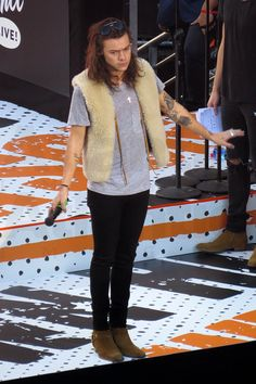 Harry styles wears a eye catching sheepskin body warmer during rehearsals in Los Angeles.   • Celebrity WOTNOT  --------------- For further information on these stories and images please visit www.celebritywotnot.com. These Images are ©Atlantic Images. No use without permission.