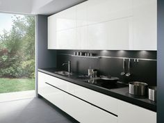 ELEKTRA Lacquered kitchen by ERNESTOMEDA design Pietro Arosio