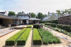 Harry Esselink Hoveniers heeft deze tuin omgetoverd tot een stijlvolle strakke #tuin. #hovenier #tuinieren #tuin