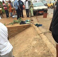 [ #Insolite ] Un élève du College de la retraite brûlé à l'acide dans un taxi à Yaoundé.  Ça se passe du côté de Yaoundé ce lundi 25 septembre 2017.Un élève du collège de la Retraite sur la route de l'école se fait brûler certaines du corps à bord d'un taxi. D'après les témoignages de personnes présentes sur les lieux de l'incident ce matin aux heures de pointe cet élève et sa sœur étaient assis à bord du taxi et apparemment son sac à dos contenait une bouteille d'un produit chimique que…