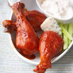 Buffalo Chicken Drumsticks with Blue Cheese Slow Cooker Appetizers From Better Homes and Gardens, ideas and improvement projects for your home and garden plus recipes and entertaining ideas. Slow Cooker Huhn, Best Slow Cooker, Crock Pot Slow Cooker, Slow Cooker Chicken, Cooked Chicken, Slower Cooker, Bbq Chicken, Tandoori Chicken, Crock Pot Recipes