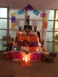 El altar de City Médica. Muy tradicional y dedicado a los abuelitos de Jorge.