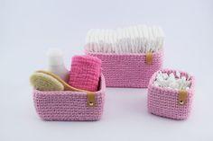 Hækleopskrifter → Se vores mere end 400 gratis hækleopskrifter Crochet Home, Knit Crochet, Sweet Home Design, Crochet Storage, Yarn Projects, Craft Work, Purses And Bags, Diy And Crafts, Baby Shoes