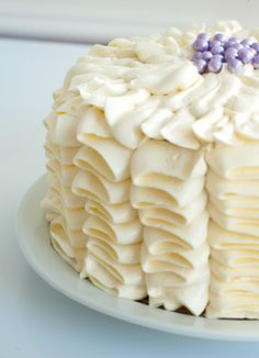 Ruffle Cake...I really want to learn how to do this.  Too bad I don't know how before my daughter's wedding next week!