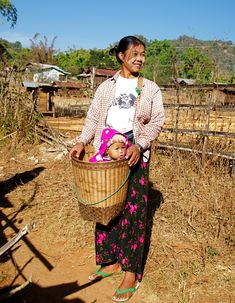 This is the tradition basket used in the countryside to carry vegetables, fruit or… why not… your baby! Happy Mother S Day, Mother And Child, Happy Mothers, Myanmar Travel, Plan Your Trip, Travel Essentials, First World, Beautiful People, Around The Worlds