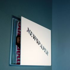 "Stojan na tiskoviny na zeď \""NEWSPAPER\"""