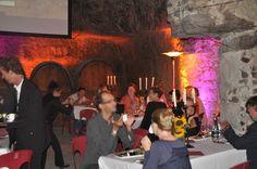350 amateurs de gastronomie qui se sont donnés rendez vous dans les caves Ackerman. Le monde troglodyte est à l'honneur...