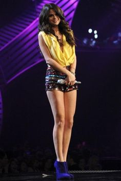 dont really like selena gomez but love this outfit