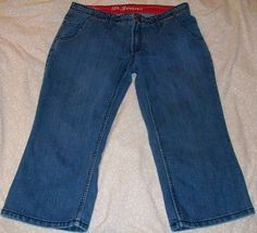 """D Jeans Capri's Cropped Jeans with Stretch Size 8 Rivets 5 Pocket Embroidered Back Pockets ~ Inseam 20"""" ~ Rise 9""""  #DJeans #CaprisCropped"""