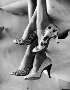 roicru: Modelos exhiben zapatos de cuero impresos.  Ubicación: EE.UU. Fecha de la toma: 02 1956 Fotógrafo: Gordon Parks