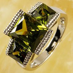 Peridot,Sterling Silver,Ring,Solitaire with accents,Size 9,USA,Valentine,Giftbox #silvestromedia #SolitairewithAccents