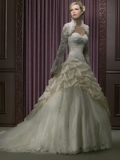 @erincoster please let this be your wedding dress!