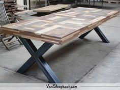 "Mooie ""Piet Hein Eek-look"" tafel. #reclaimed #wood #sloophout #hardhout #pietheineek #staal #frame #interieur #wonen #wooninspiratie #industrieel"
