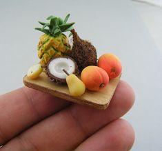 Un plato de frutas en miniatura. ¡Me encanta! Me gustaría hacer todo eso.  Exotic Fruits by Shay Aaron, via Flickr