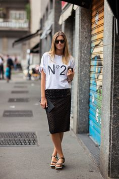 top and skirt from No.21, shoes from Fendi and clutch from Prada #StreetStyle