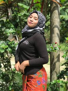 Good Woman, Muslim Women Fashion, Curvy Women Fashion, Womens Fashion, Beautiful Muslim Women, Beautiful Hijab, Batik Fashion, Hijab Fashion, Hijab Stile
