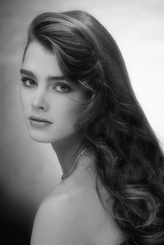 American actress and model Brooke Shields, November (Photo by Lichfield/Getty Images). Brooke Shields Jovem, Brooke Shields Young, Brooke Shields Pretty Baby, Beautiful Old Woman, Beautiful Eyes, Gorgeous Women, Original Supermodels, Actrices Hollywood, Portraits