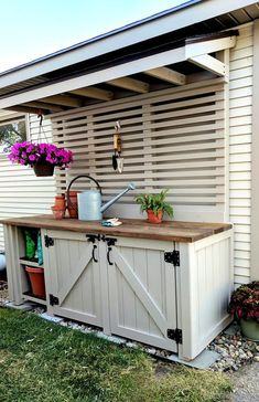 Garden Ideas Discover The Painting of the Potting Bench - SW Perfect Greige! Potting Bench painted with Wagner Flexio and Sherwin Williams Perfect Greige {Reality Daydream} Outdoor Potting Bench, Potting Tables, Potting Bench With Sink, Potting Bench Plans, Garden Storage Bench, Outdoor Storage, Potting Station, Potting Sheds, Garden Table
